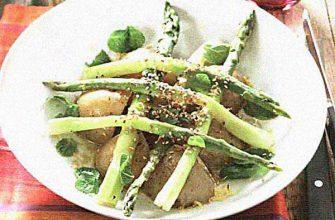 Теплый салат из молодого картофеля и спаржи